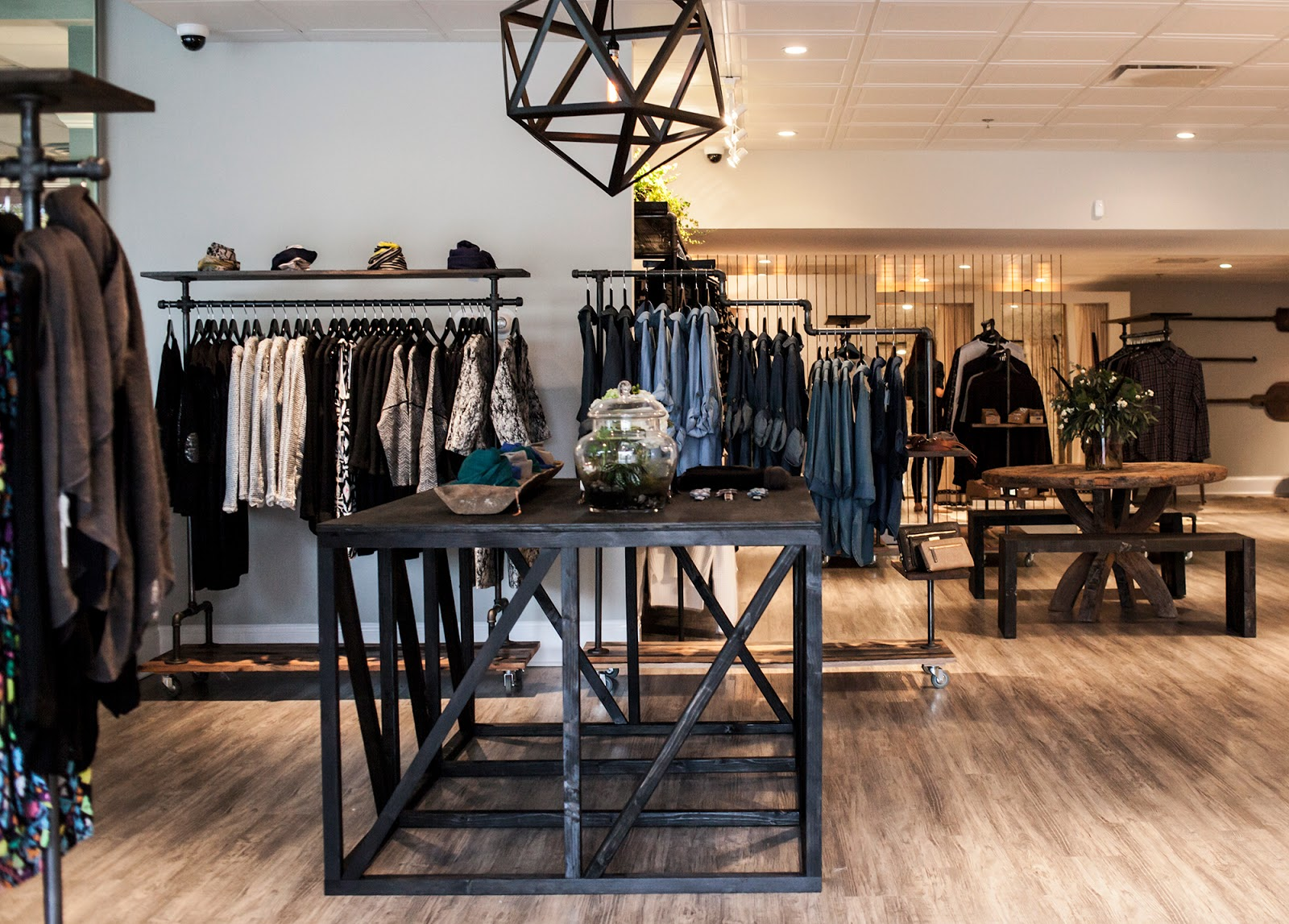 Fashion boutique decorating ideas 70
